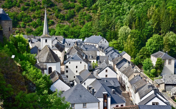 Esch-sur-Sûre © Laurent Jacquemart Hiking in Luxembourg
